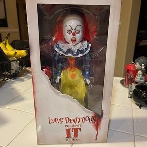 MEZCO Living Dead Doll Pennywise the Clown from IT